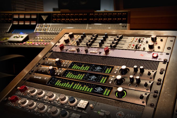 universal audio apollo 8 duo 18x24 thunderbolt 2 audio interface with uad dsp sweetwater. Black Bedroom Furniture Sets. Home Design Ideas