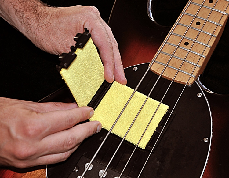 Tone Gear Bass Guitar String Cleaner image 1